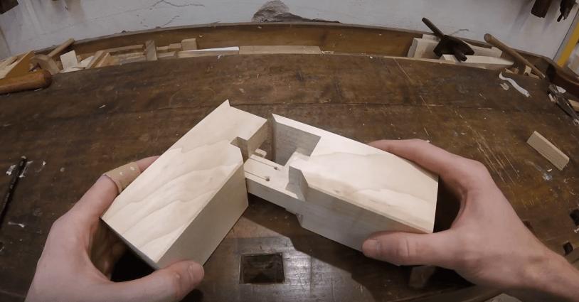 The Sumidome hozo sashi method of creating a 90-degree angle